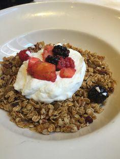 Homemade granola w/ yogurt and fruits!!!