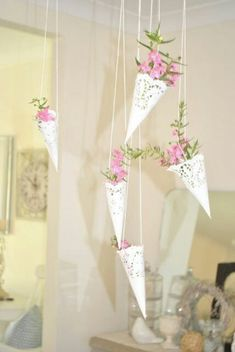 New Bridal Shower Decorations Diy Vintage Paper Doilies 31 Ideas Paper Doily Crafts, Doilies Crafts, Paper Doilies, Deco Champetre, Paper Cones, Diy Papier, Deco Floral, Vintage Sheet Music, Hanging Baskets