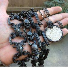 Skull Bracelet, Skull Jewelry, Gothic Jewelry, Jewelry Art, Jewlery, Jewelry Accessories, Skull Rings, Bracelets For Men, Jewelry Crafts