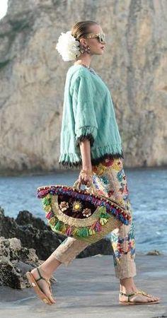 Trendy Beachwear for the Summer Discovred by : Azza Shesheny Fashion Bags, Boho Fashion, Womens Fashion, Fashion Trends, Diy Sac, Moda Boho, Welcome Bags, Boho Bags, Wedding Weekend