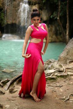 Actress gallery: Actress Oviya hot stills