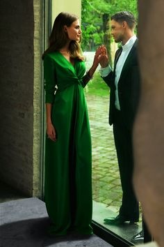 Long sleeve maxi dress pattern from BurdaStyle for $5.40. Probably too taken in by the gorgeous green satin fabric that's been used, but that knot at the center is really neat. Probably would need to figure out some solution to avoid too much cleavage exposure, though.