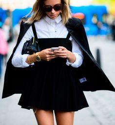 Look para o escritório vestido preto + camisa branca.