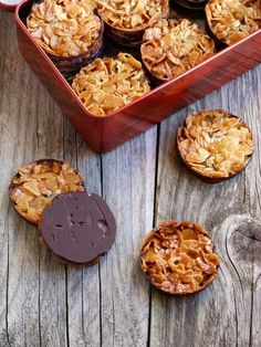 Cookie recipes 120752833734360937 - chic,chic,choc…olat: Florentins Source by cathraison Cookie Recipes, Dessert Recipes, Dip Recipes, Desserts With Biscuits, Biscuit Cookies, Snacks, Sweet Recipes, Bakery, Portuguese Recipes