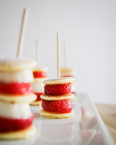 Strawberry Pancakes, Skewers, Panna Cotta, Cheesecake, Ethnic Recipes, Desserts, Food, Cheesecake Cake, Tailgate Desserts