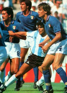 Italy 2 Argentina 1 in 1982 at Sarria Stadium, Barcelona. Claudio Gentile makes sure Diego Maradona stays with him at the World Cup Finals in Spain Retro Football, World Football, Football Stadiums, Sport Football, Football Shirts, Soccer Drills, Football Players, Premier League, Diego Armando