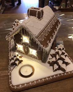 Naše úžasná perníková chaloupka 😊 Our amazing gingerbread house 😍 #ceskypernik #ceskykrumlov #handmade #amazing #gingerbread #icing… Christmas Sweets, Xmas, Cookie House, Cookie Decorating, Advent, Gingerbread, Decorative Boxes, Cookies, Desserts