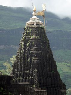 tselentis-arch:  Trimbakeshwar Jyotirling, Nashik, Maharashtra, India Photo: ganuullu via pallas-athena India