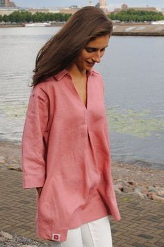 Natural linen tunic in pastel rose, v-neck and two hidden pockets at the sides, with a wide bottom edged hem that creates flowy waves When designing