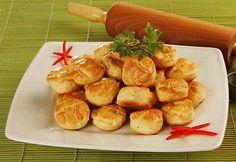 Túrós pogácsa - kelesztés nélkül is tökéletes - www.kiskegyed.hu Pretzel Bites, Scones, Biscuits, Bread, Ethnic Recipes, Hungary, Food, Cookies, Meal