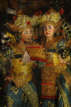 Bali - Legon Dance by toonman blchin Vietnam, Cultural Diversity, Paradise Island, People Of The World, Balinese, Dance Dresses, Traditional Dresses, Fashion Fabric, Beautiful People