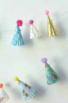 DIY Mini Party Hat GARLAND- USING: Pom-Poms, String, and Pretty Patterned/Colored Paper Plates that are stapled and cut to shape of party hats to form this creative garland! Party Animals, Animal Party, Festa Party, Diy Party, Party Gifts, Elmo Party, Mickey Party, Party Ideas, Dinosaur Party