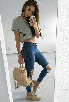 Mi look con mis deportivas de la marca Nike, bolsos de la marca Primark, vaqueros de la marca Zara y crop tops de Forever21