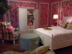 Lilly Pulitzer preppy bedroom. I like the color scheme but not crazy about the random plaid furniture.