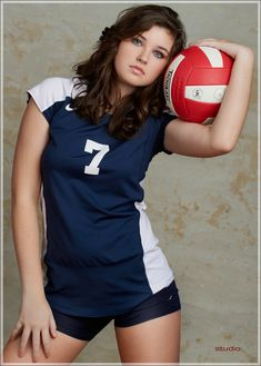 Sporty Senior... I had a picture very similar to this one taken of me when I was a senior...Oh how much I loved playing volleyball:) Volleyball Poses, Volleyball Senior Pictures, Girl Senior Pictures, Women Volleyball, Team Pictures, Sports Pictures, Senior Photos, Volleyball Live, Softball Pictures