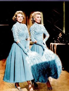 Rosemary Clooney and Vera Ellen white christmas Hollywood Fashion, Hollywood Glamour, Hollywood Stars, Golden Age Of Hollywood, Vintage Hollywood, Classic Hollywood, Vera Ellen, White Christmas Movie, Christmas Movies