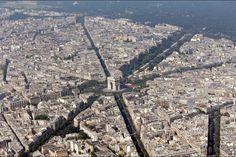 Arc-de-Triomphe-vu-du-cielMartine Le Jossec @loutro1990 Parce que nous sommes nombreux à adorer #Paris ! Quelques magnifiques photos prises du ciel http://www.pariszigzag.fr/visite-insolite-paris/photo …