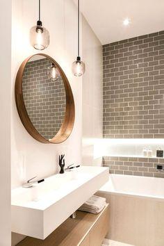 Salle de bains à l'esprit nature, moderne ou même design, le mélange entre le bois et le blanc vous permet d'adopter le style et l'ambiance de votre souhait. A la fois chaleureux et dans l'air du…MoreMore