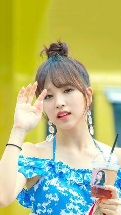 Jisoo and Park Shin Hye - Doctors Nayeon, Extended Play, South Korean Girls, Korean Girl Groups, K Pop Idol, Sana Momo, Twice Kpop, Japanese American, Myoui Mina