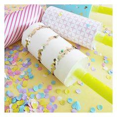 F U N // De la couleur, des paillettes & de la bonne humeur ! 🎉 Voilà de quoi est fait mon dernier DIY ! 😄 Rendez-vous sur le blog ! • lien dans la bio • ••• #new #post #blog #diy #mondiyamoi #loiciaitrema #loiciadiy #tutoriel #paper #diypaper #confetti #pop #neweve #party #diyparty #colors #glitters #projetdiy  #sweet #raindow #enjoy #goodday #holidays #angers