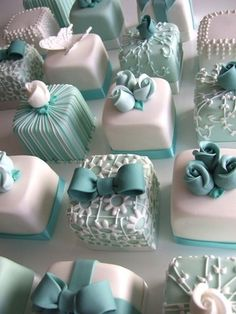 See more about mini cakes, wedding cakes and individual wedding cakes. turquoise… See more about mini cakes, wedding cakes and individual wedding cakes. Fancy Cakes, Mini Cakes, Cupcake Cakes, Tea Cakes, Box Cupcakes, Fondant Cupcakes, Box Cake, Cupcake Ideas, Wedding Cake Cupcakes