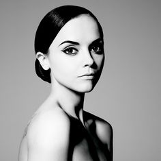 those brows. that liner. saw this at 16 and knew i wanted to be a makeup artist. Christina Ricci by Tom Munro for Vogue Italia, January 2007
