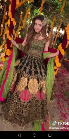 Alize shah Pakistani Party Wear Dresses, Bridal Mehndi Dresses, Pakistani Bridal, Indian Bridal, Mehndi Outfit, Mehndi Brides, Engagement Dresses, Pakistani Actress, Girls Dpz