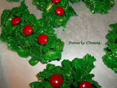 Recipe for Christmas Wreath marshmallow treats, they are so easy to make and your family will love them. Holiday Treats, Holiday Recipes, Good Food, Yummy Food, Fun Food, Food Network Recipes, Cooking Recipes, Marshmallow Treats, Mince Pies