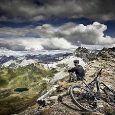 "180 отметок «Нравится», 2 комментариев — MTB Switzerland (@mtbswitzerland) в Instagram: «De Moment wo tselt ... via @cyclestorezurich: ""BIG MOUNTAIN RIDING."" #cyclestorezurich…»"
