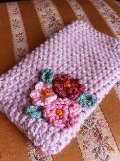Shabby Chic I-phone Case: free crochet pattern by Caroline Hegwer