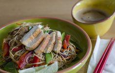 Glasnudelsalat mit Huhn und Erdnusssoße