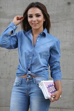 Uma das combinações que mais amo na vida é jeans com jeans! Fica tão cool, não é verdade? Da uma pegada despojada que eu adoro. Para brincar ainda mais com essa combinação uma das coisas que eu ado…