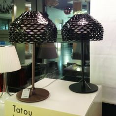 Tatou T1 (gris ocre) Lampe à poser FLOS