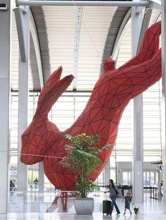 El conejo gigante del aeropuerto de Shanghai.