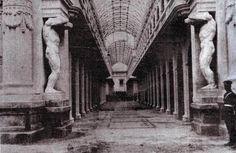 Detalle del pasaje del Correo Central de Lima. Los Atlantes fueron reemplazados por columnas