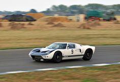 https://flic.kr/p/76wjPC   Richard Meins' 1964 Ford GT40 Prototype No.9 - 2009 Goodwood Revival