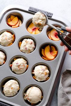 These super moist and tender peach upside down mini cakes are bursting with peaches in every bite. Easy to make, this recipe is a keeper for that indulgent peach season! kuchen, Peach Upside Down Mini Cakes ~Sweet & Savory by Shinee Easy Desserts, Delicious Desserts, Yummy Food, Mini Desserts, Healthy Food, Mini Dessert Recipes, Desserts With Peaches, Desert Recipes, Recipes Dinner