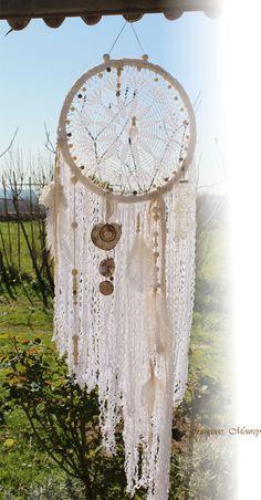 Romantique attrape rêve blanc et bois flotté