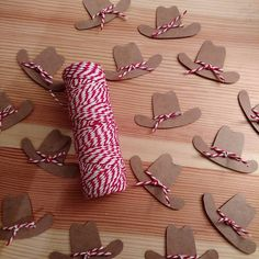 Tiny cardboard cowboy hats for candy wands! Country Birthday, Horse Birthday Parties, Cowboy Birthday Party, Cowgirl Birthday, Cowboy Party Decorations, Cowboy Theme Party, Horse Party, Cumple Toy Story, Festa Toy Story