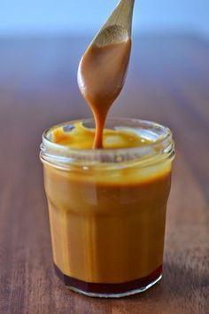Faire son caramel au beurre salé, non ce ce n'est pas compliqué. Le plus important dans la réussite d'un caramel est de ne jamais le quit...