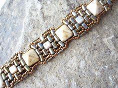 Vezsuzsi gyöngyei. Beautiful colours! Beaded bracelet with rullas, pyramids and tila beads.