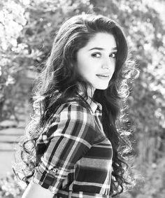 South Actress, South Indian Actress, Teen Girl Photography, Photography Ideas, Dehati Girl Photo, Most Beautiful Bollywood Actress, Heroine Photos, Stylish Girls Photos, Cute Girl Pic