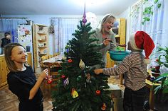 How New Years is celebrated in Russia.    Salads must be served in basins, gifts go under the tree, and the Russian Santa Claus appears with his granddaughter instead of elves. RBTH has compiled an hour-by-hour guide to celebrating New Year's like a Russian.