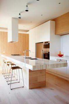 plan de travail en marbre, cuisine élégante et cosy