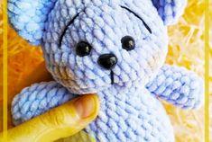 Lindo Oso de peluche amigurumi patrón gratis Doraemon, Macrame, Teddy Bear, Knitting, Toys, How To Make, Gifts, Crochet Disney, Crochet Animal Amigurumi