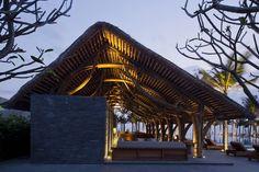 Naman Retreat Resort Bar by Vo Trong Nghia Architects in Da Nang, Vietnam Da Nang, Bamboo Architecture, Architecture Design, Asian Architecture, Hoi An Old Town, Bamboo Roof, Bamboo Bar, Bamboo Building, Bamboo Structure
