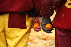 The Battle of the Oranges at The #Carnival of Ivrea #piemonte