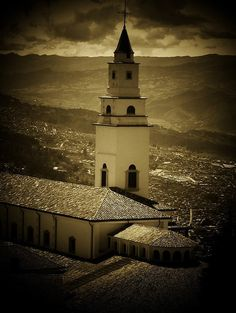Monserrate Church - Bogota, Colombia by cristina Wonderful Places, Beautiful Places, Cali Colombia, Pretty Pictures, Empire State Building, Beautiful World, Places Ive Been, Traveling By Yourself, Places To Visit