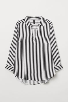 Best 11 Shop V-Cut Vertical Striped Tie Cuff High Low Blouse online. SheIn offers V-Cut Vertical Striped Tie Cuff High Low Blouse & more to fit your fashionable needs. Black Blouse Outfit, Bluse Outfit, Black And White Blouse, Black White Stripes, Blouse Col V, V Neck Blouse, Long Blouse, Blouse Online, Neue Trends