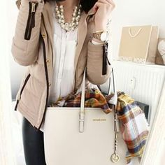 Lovely! Such an excellent bag & a classic look